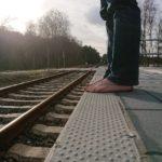 Noppen am Bahnsteig